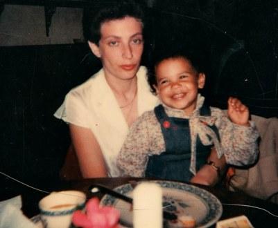 Lacey Schwartz y su madre peggy