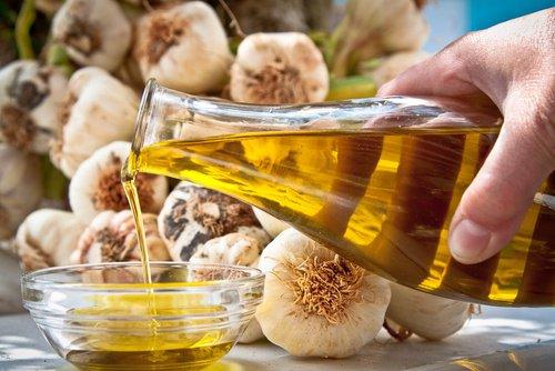 mascarilla-de-ajo-y-aceite-de-oliva-500x334